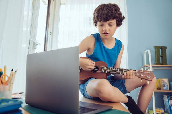 Online Music Lessons - Playing Ukulele - Sherman Oaks, Los Angeles – Join The Band